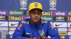 Neymar e mais 10 chegam a Quito para a estreia de Tite pela Seleção